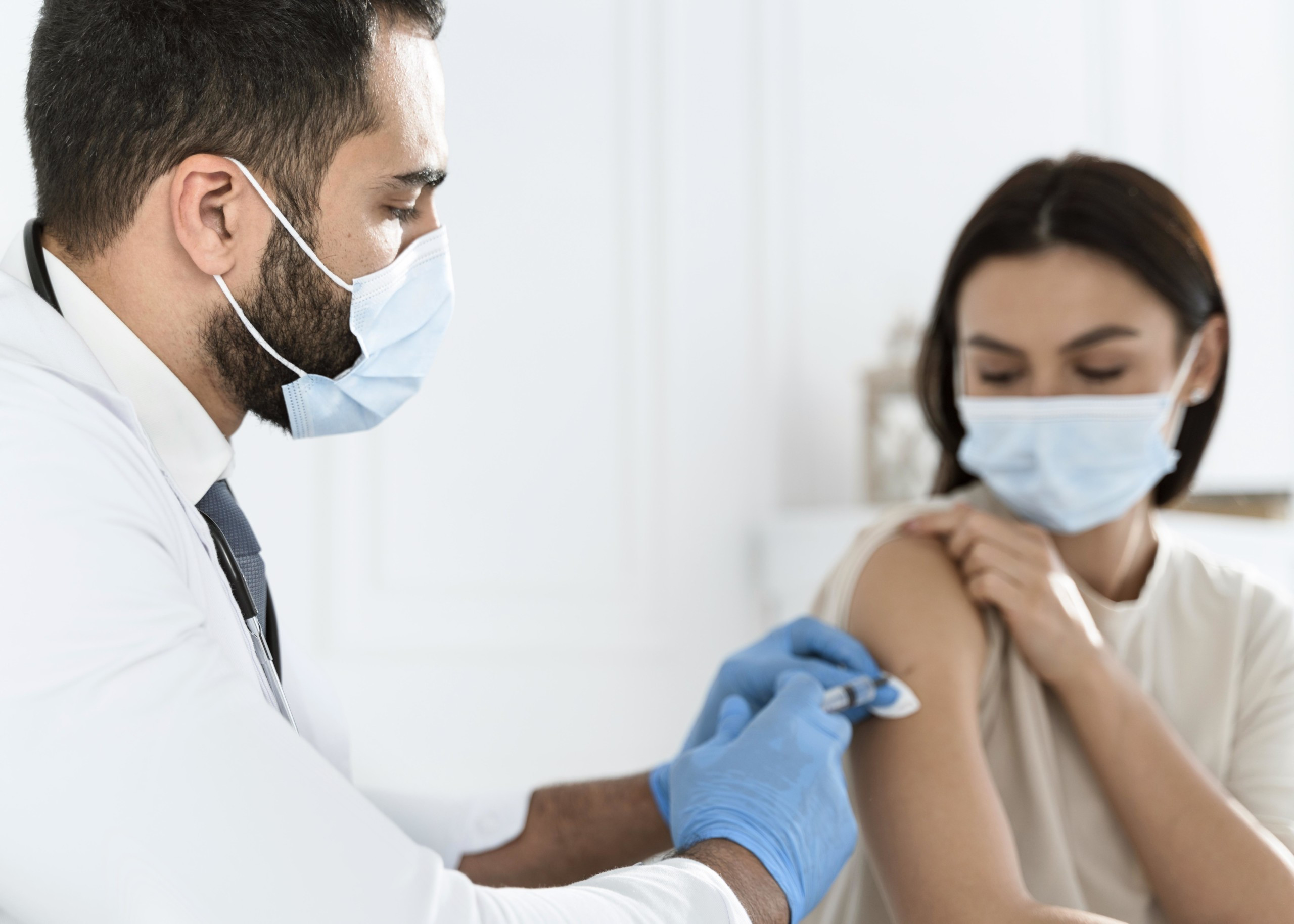 doctor-vaccinating-young-woman
